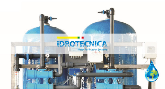 Ion-exchange water demineralizer with automatic regeneration